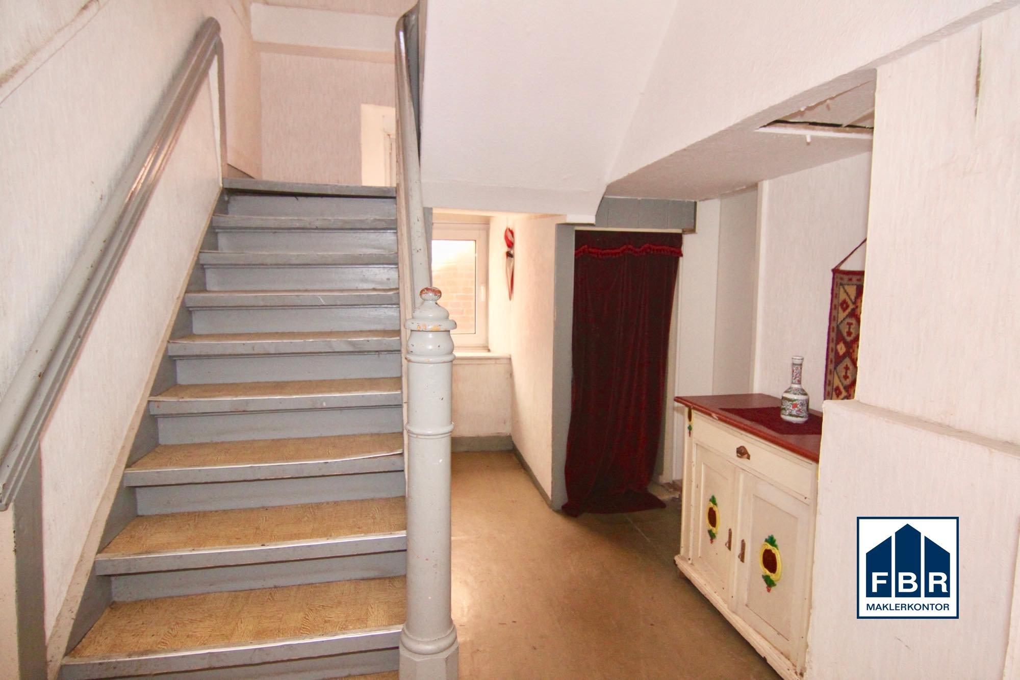 Hausflur / Treppenhaus EG
