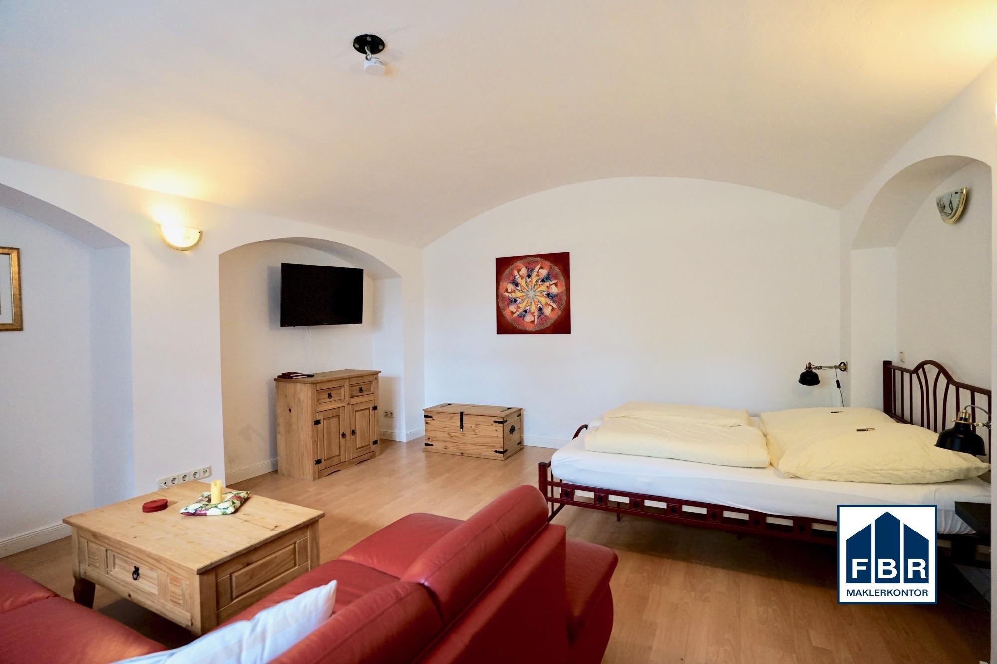 Souterrain 1 Wohn-/Schlafzimmer