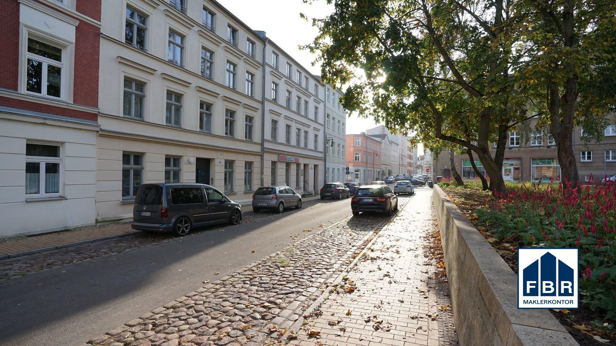 Straße vor dem Objekt