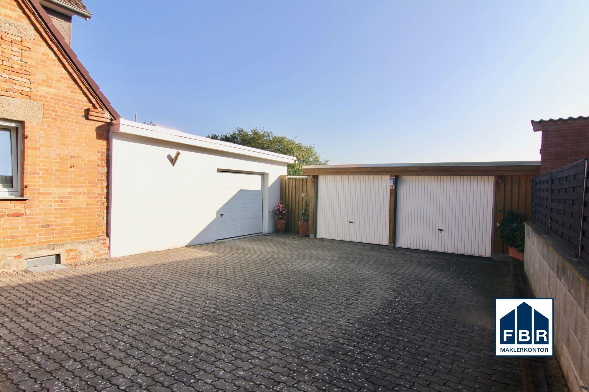Doppelgarage + Garage