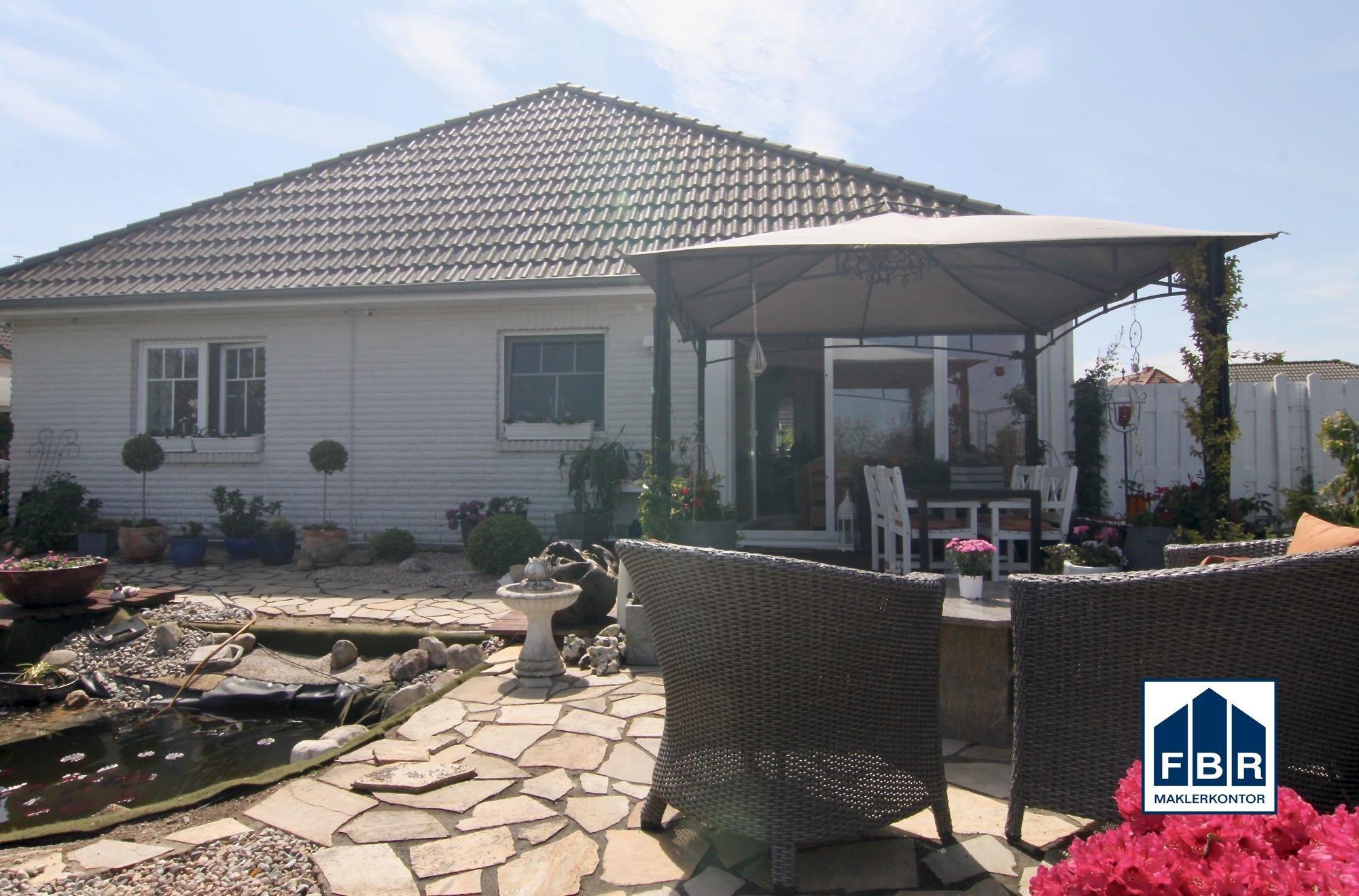 Hofseite mit Terrasse