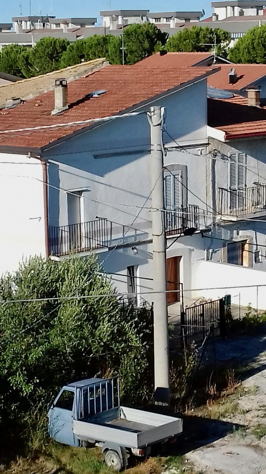 das Haus in seiner Umgebung