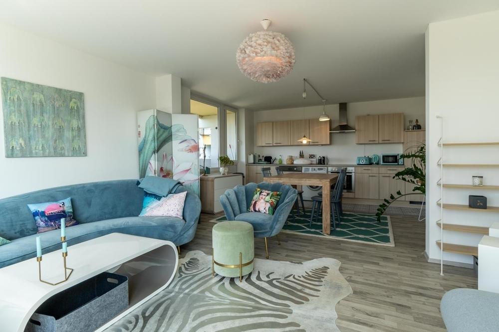 Wohnzimmer mit Blick auf Küche