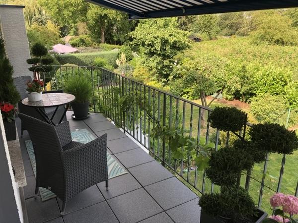 Balkon mit Treppe zum Garten