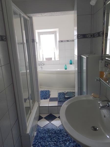 Badezimmer 1. OG mit Dusche