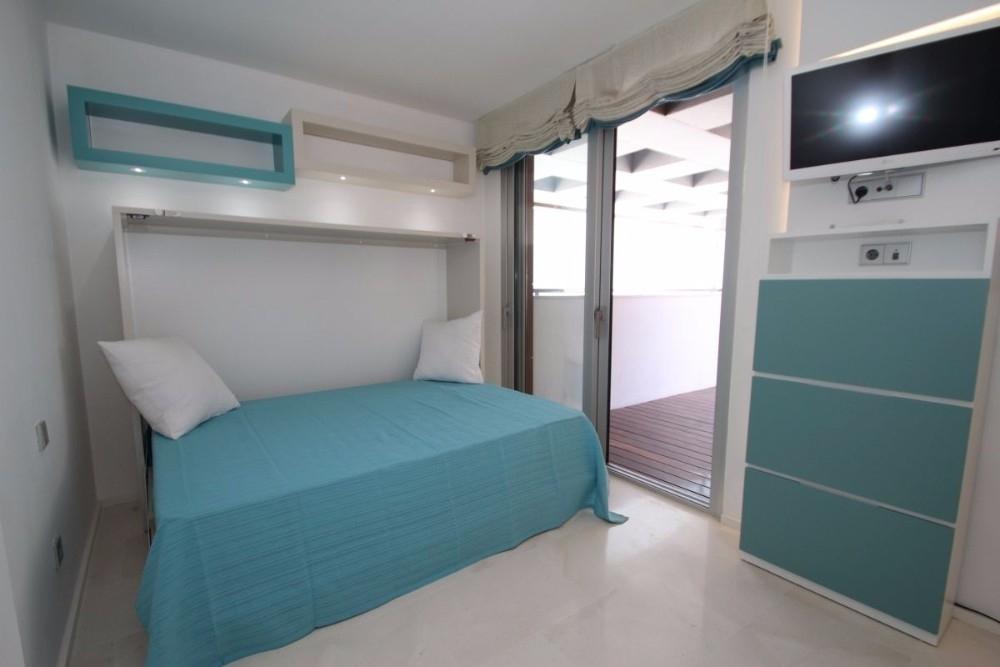 Schlafzimmer 2 mit privater Terrasse