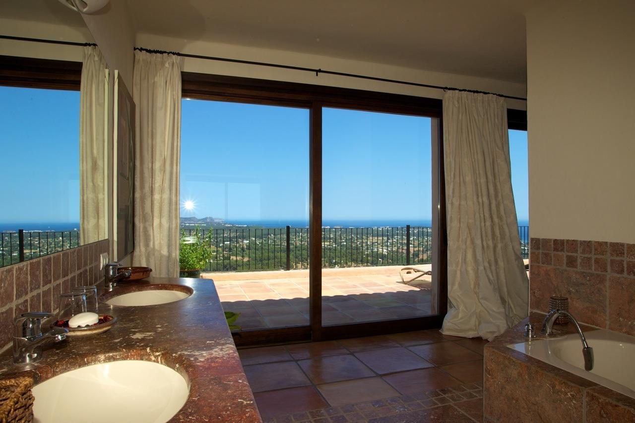 Badezimmer mit Panorama