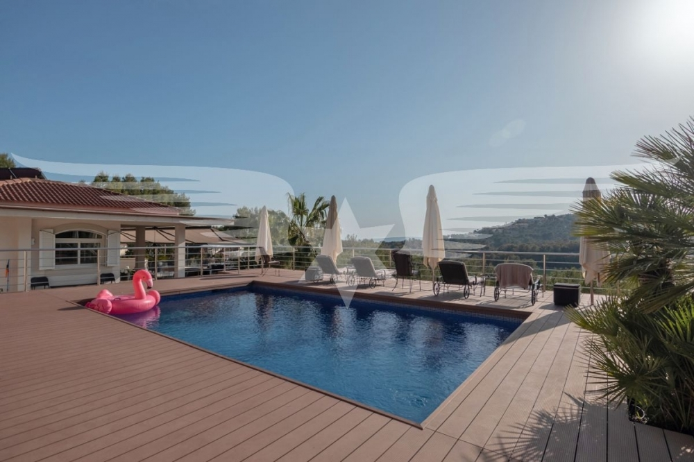 Pool- und Sonnenterrasse