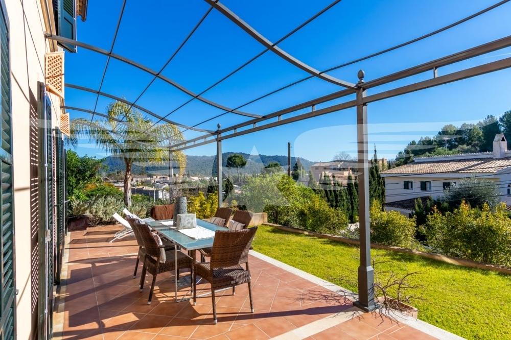 Terrasse mit Vorgarten