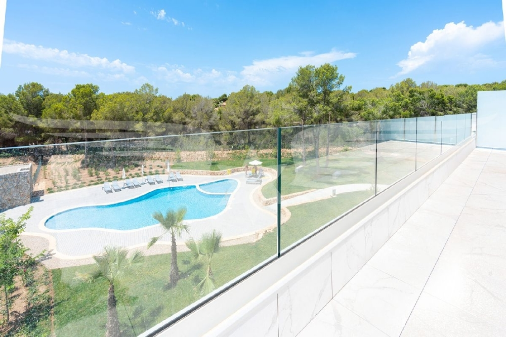 Terrasse mit Poolblick