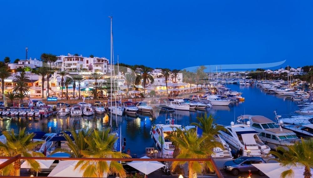 Cala d'Or Hafen bei Nacht