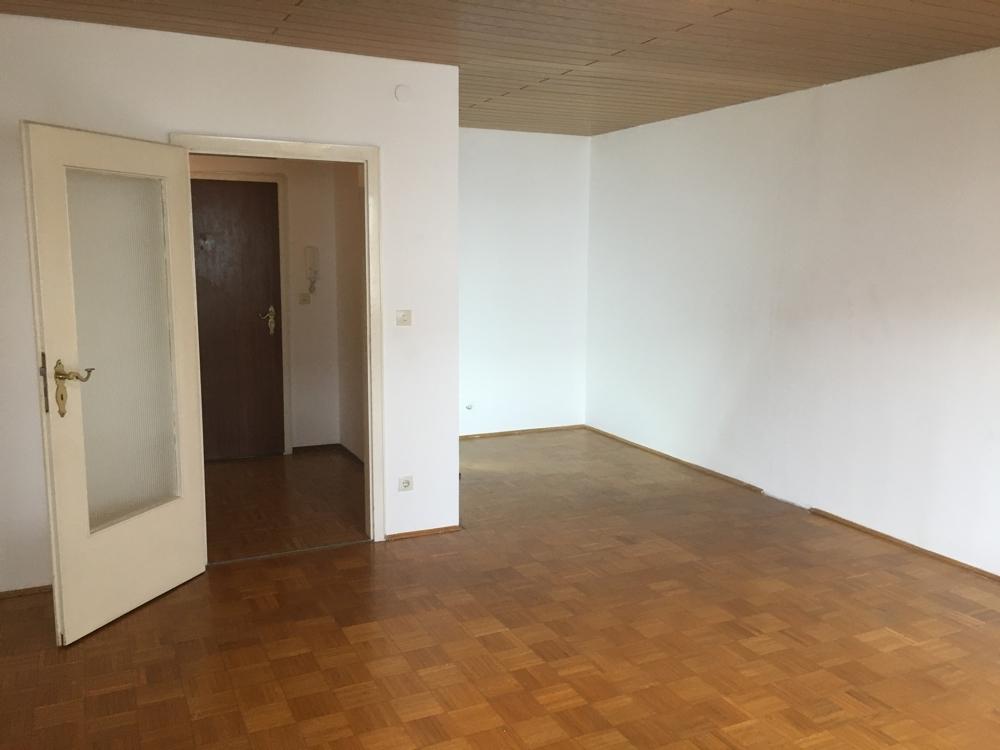 Wohn-Schlafzimmer Ri. Flur