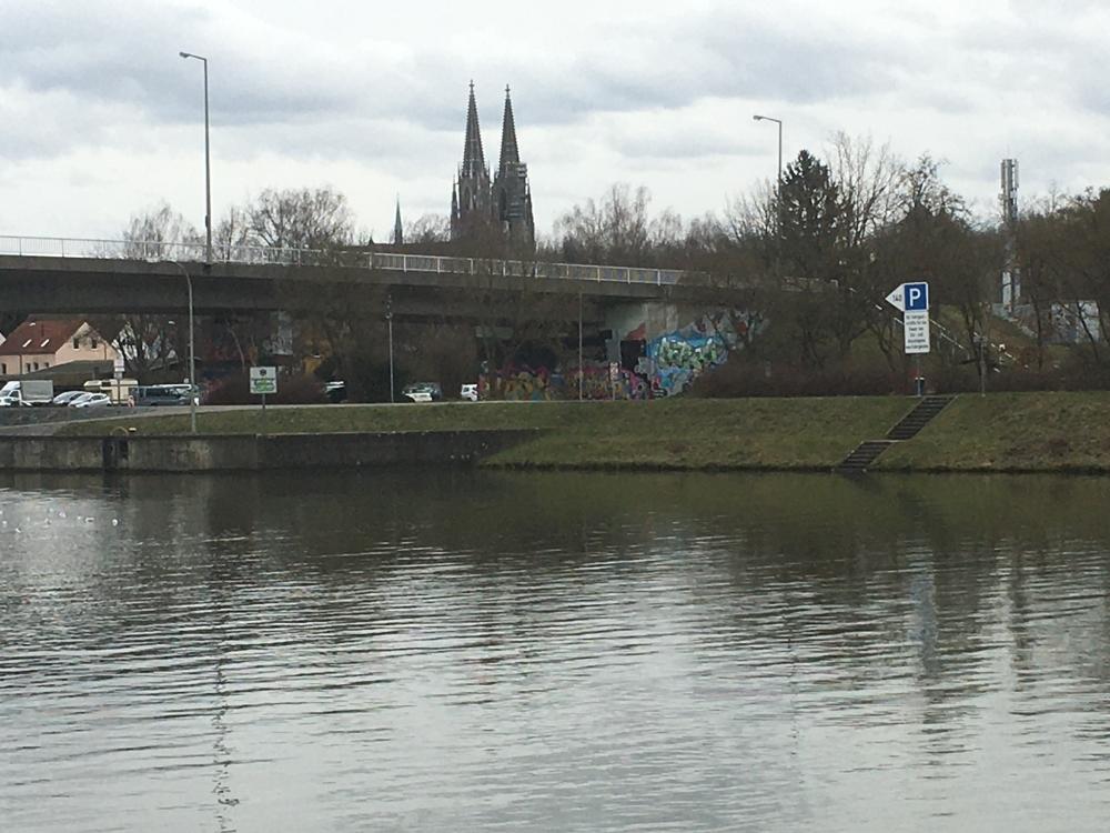 Blick auf Oberpfalzbrücke und Innenstadt