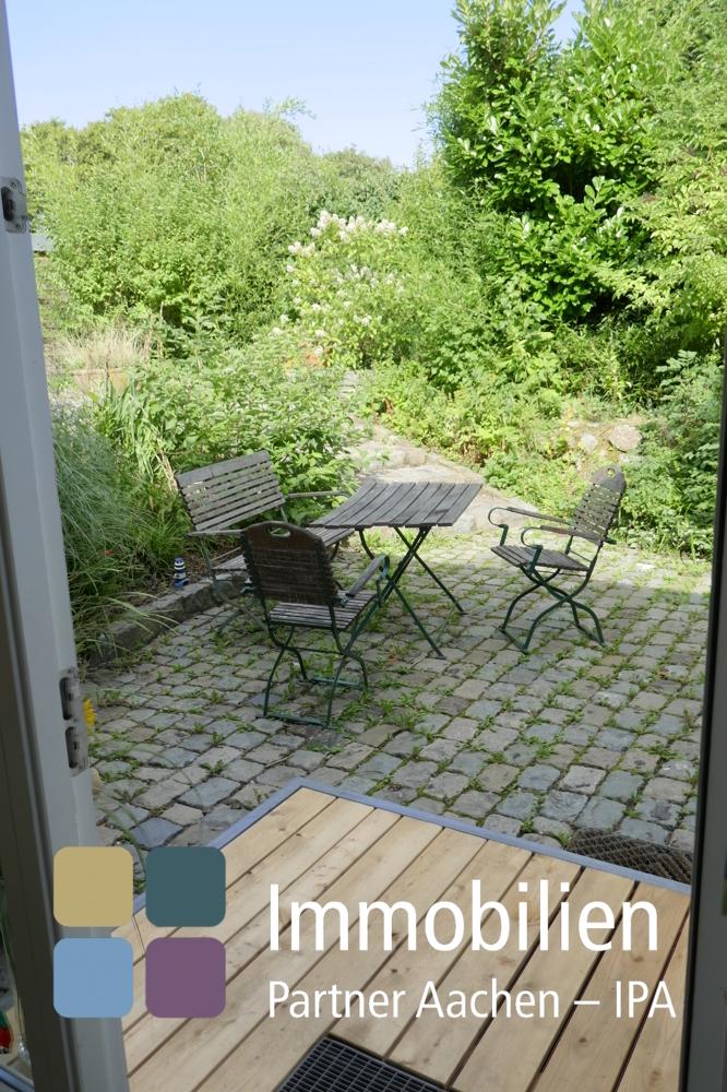 Blick von Terrasse in Garten - 01
