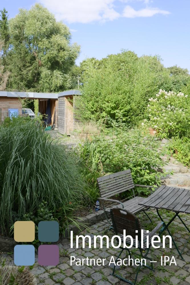 Blick von Terrasse in Garten - 02