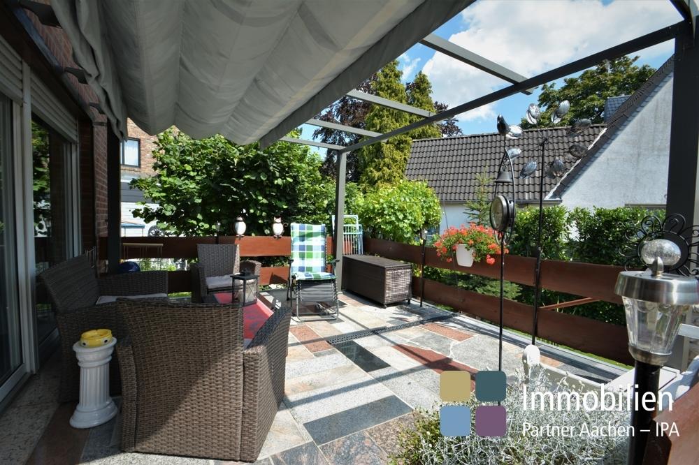 Sonnenterrasse mit moderner Überdachung/Markiese