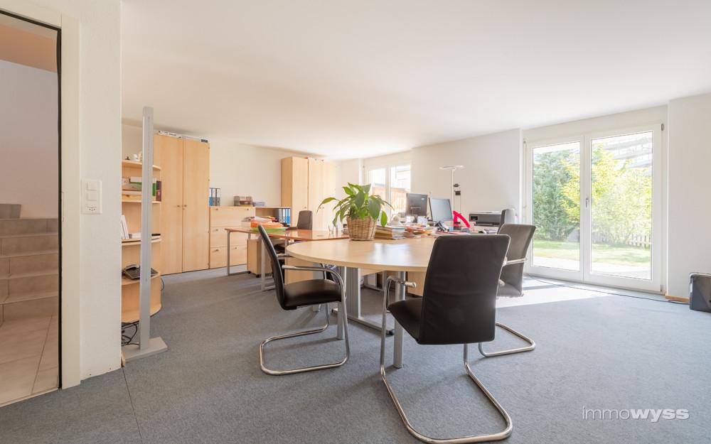 Unterteilbarer Büroraum im Gartengeschoss