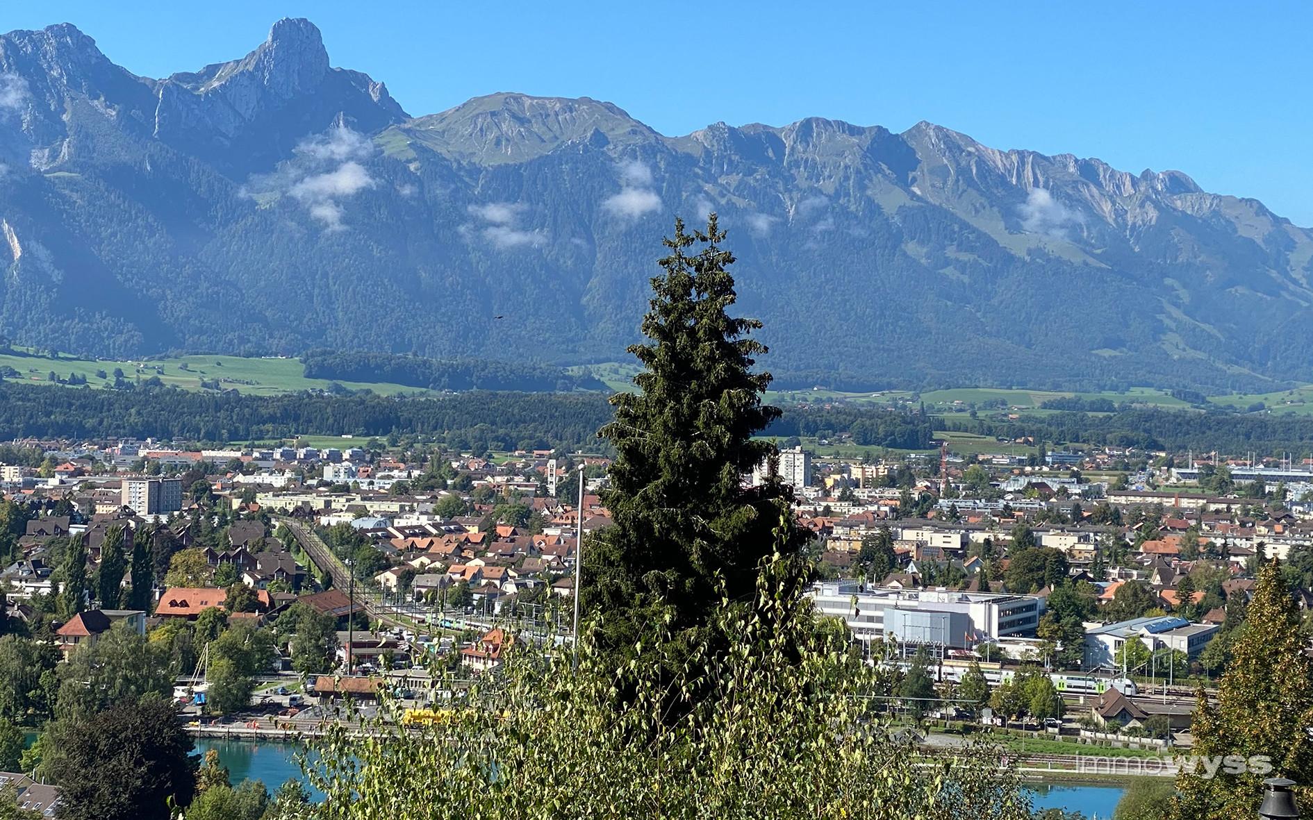 Aussicht auf das Stockhorn und die Stadt Thun