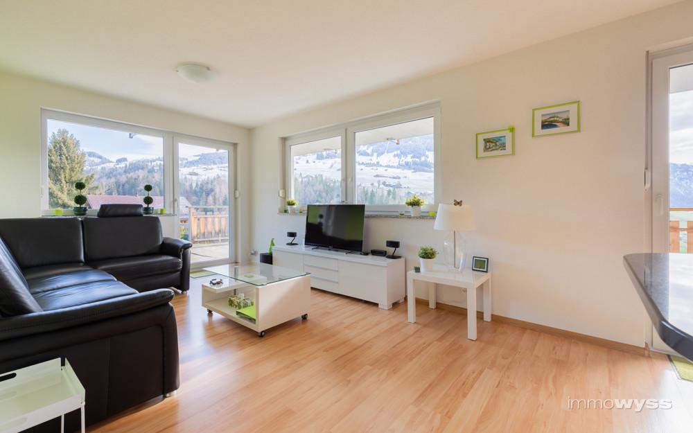 Wohnzimmer mit angrenzender Terrasse