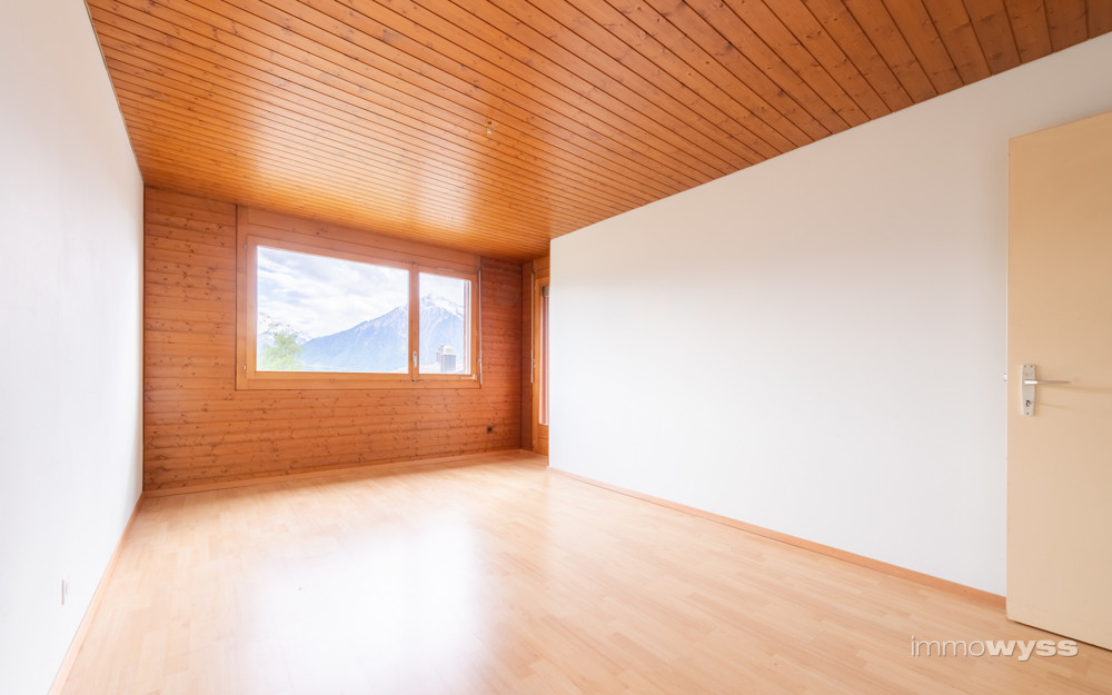 Zimmer Nr. 2 mit Sicht über den Thunersee zum Niesen