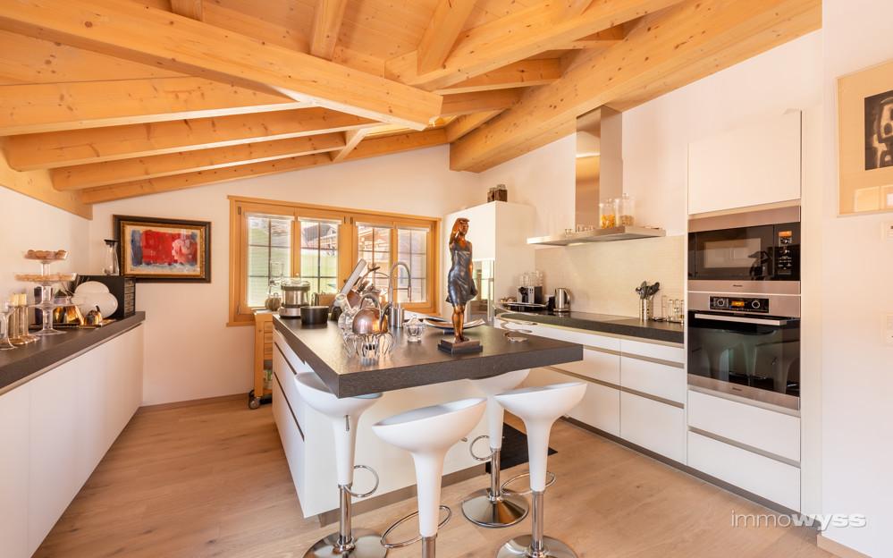 Küche mit Barhocker
