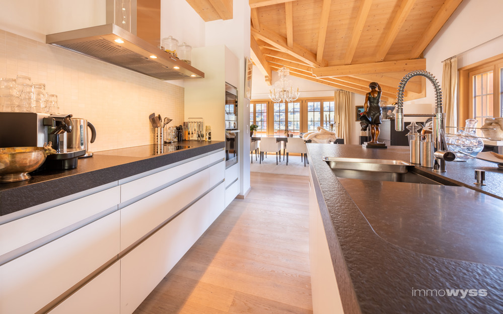 Moderne, grifflose Küche