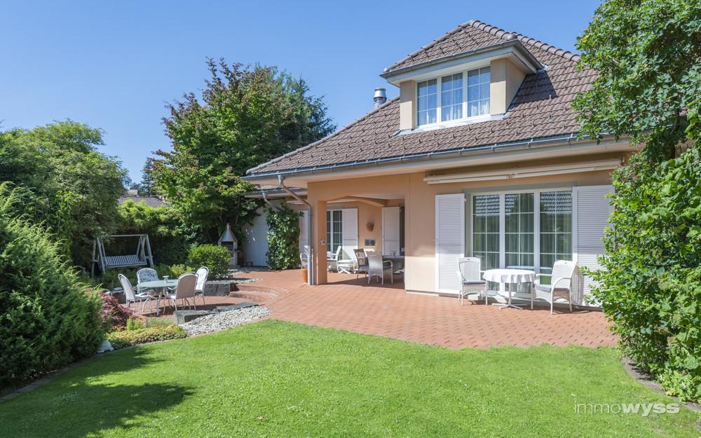 Landhaus mit Gartenanlage