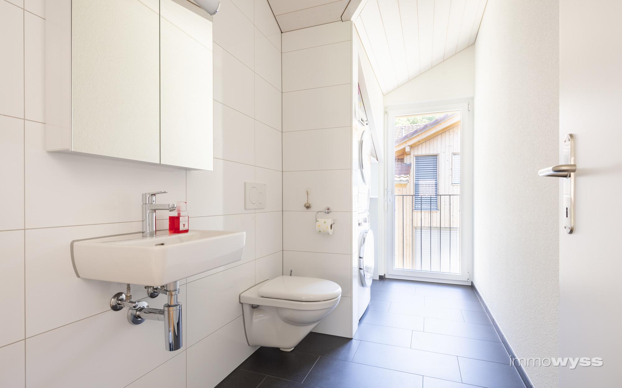 Waschraum mit Gäste-WC