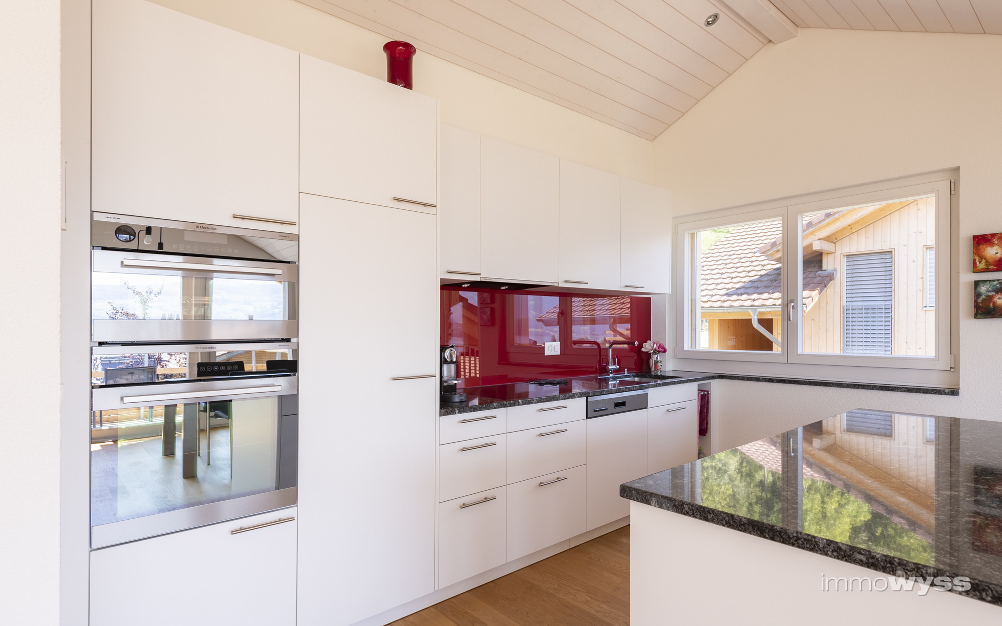 Küche mit exklusiven Küchengeräten