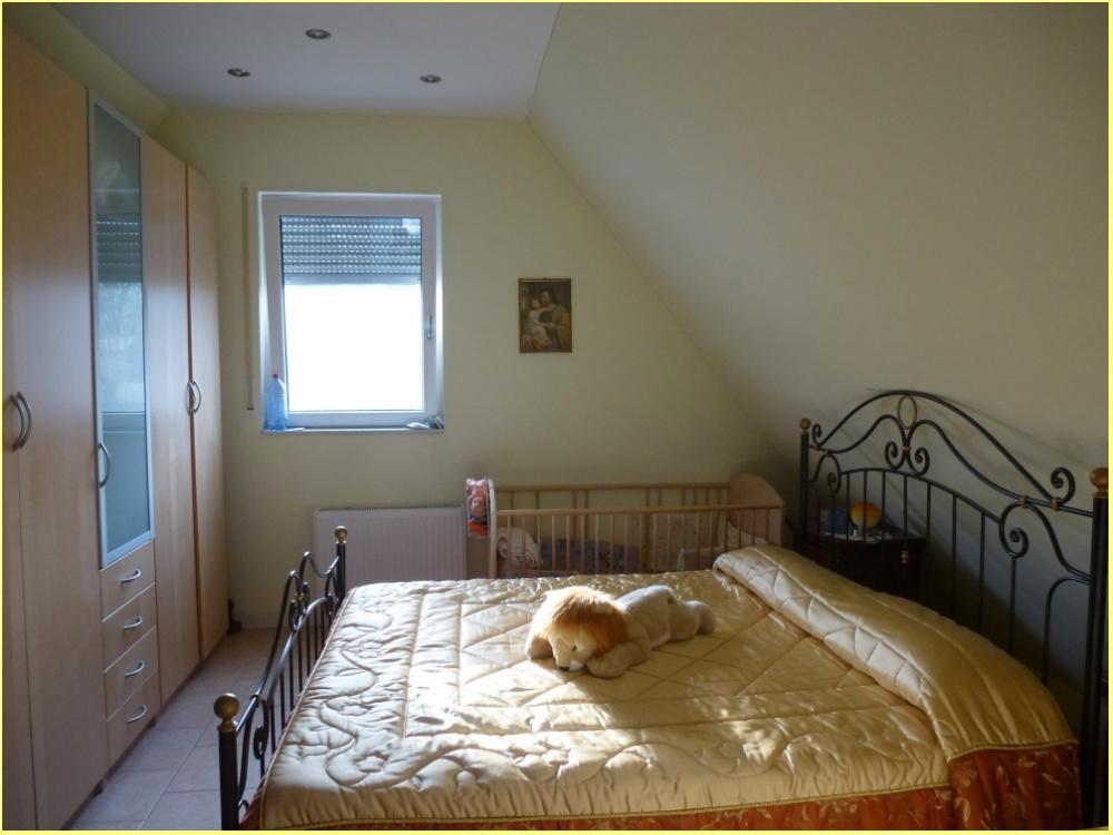 Schlafzimmer Teilansicht 1