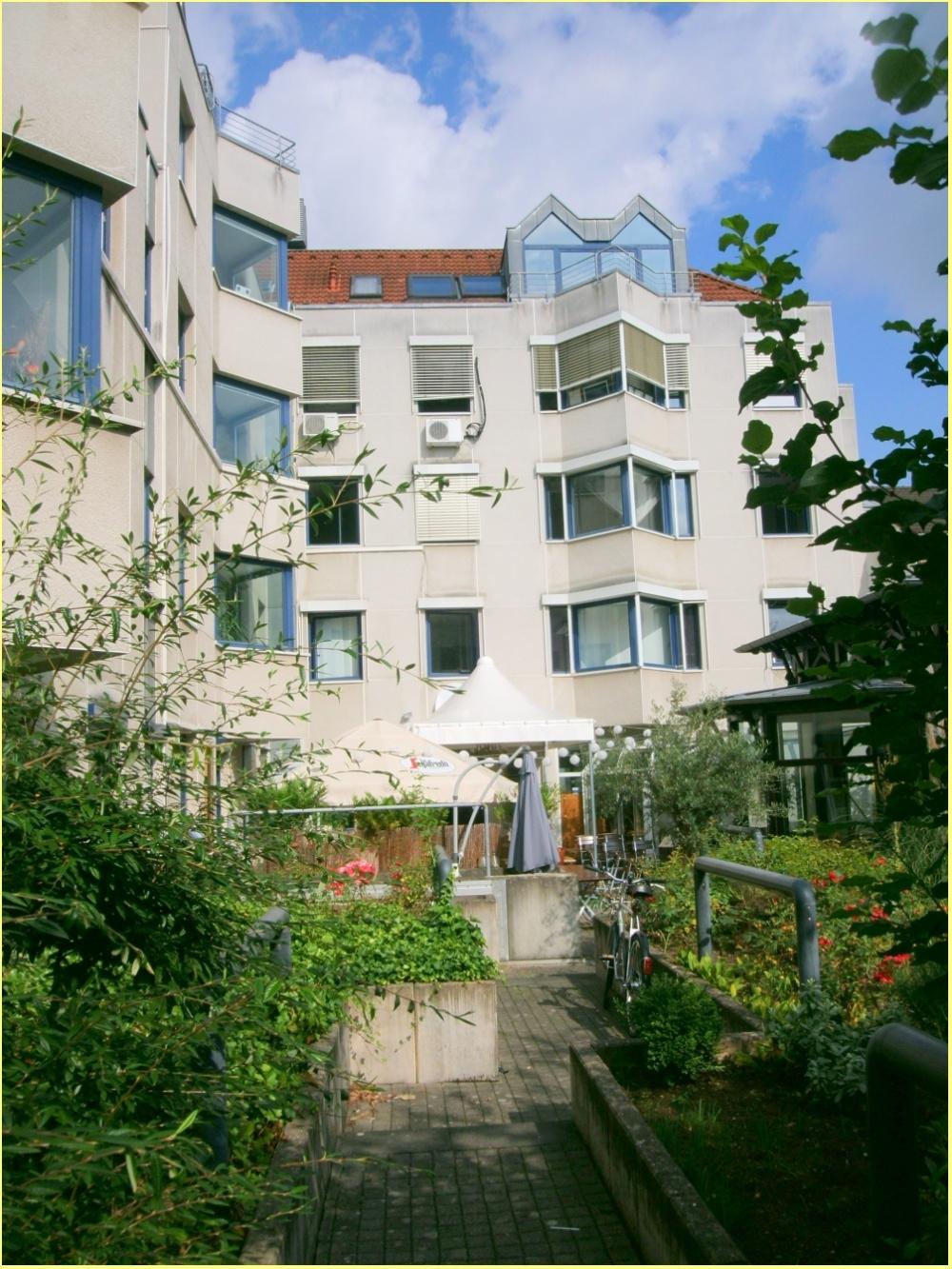 Innenhof Gastronomiebereich ( Außenterrasse)
