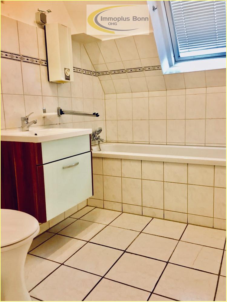 Badezimmer mit Wanne 1.OG