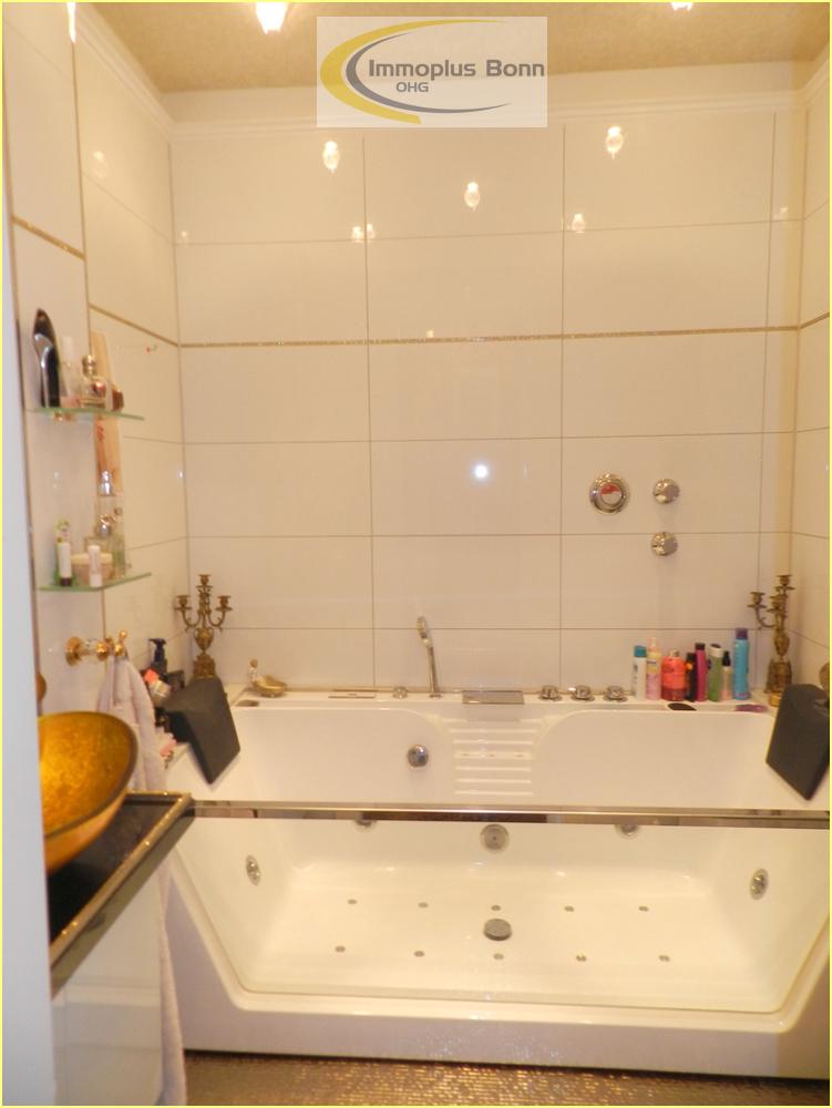 Badezimmer mit Wirlpool