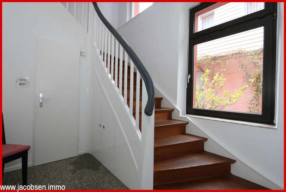 Treppenhaus mit Eingang zur Lounge