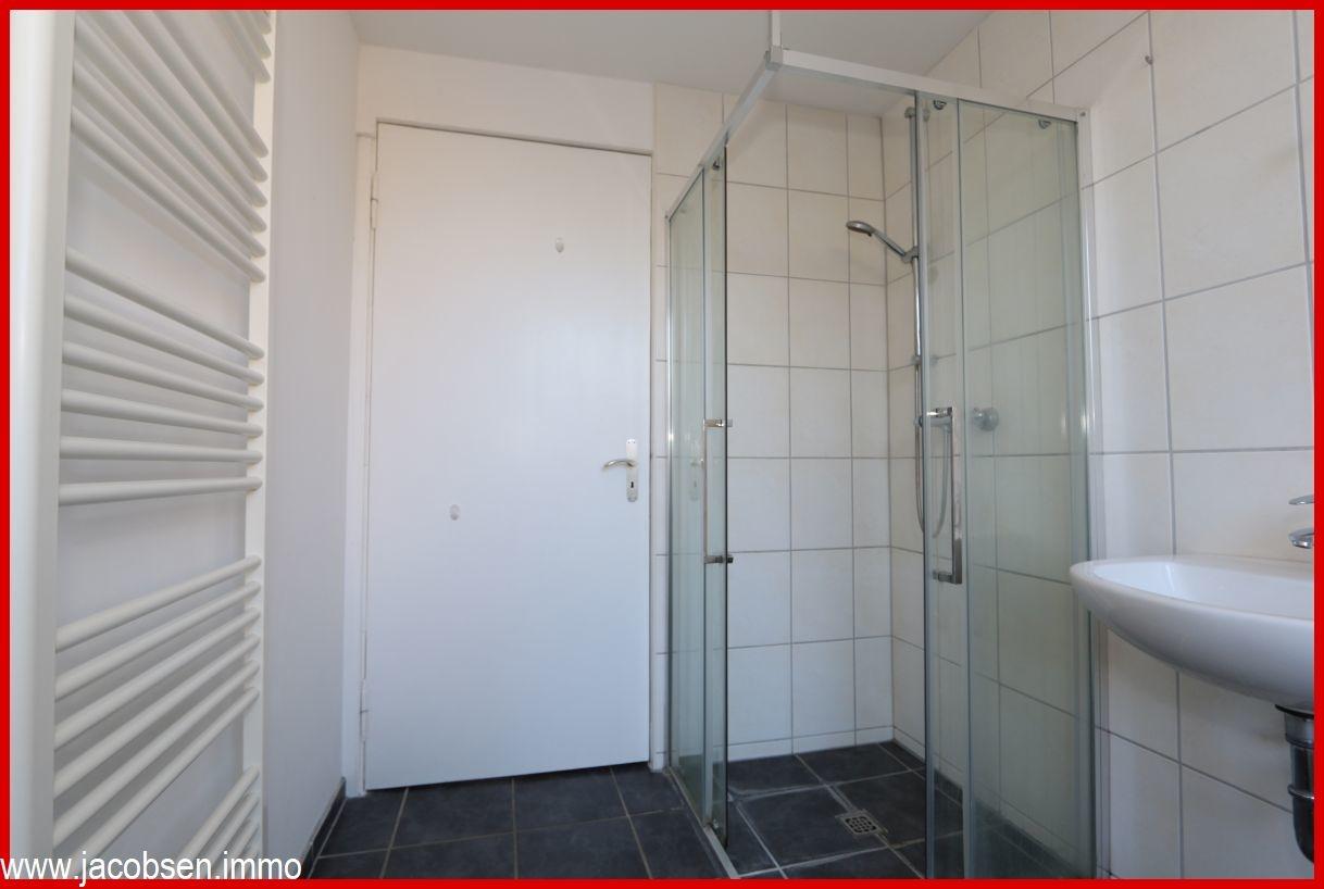 Bad Erdgeschoss mit Dusche