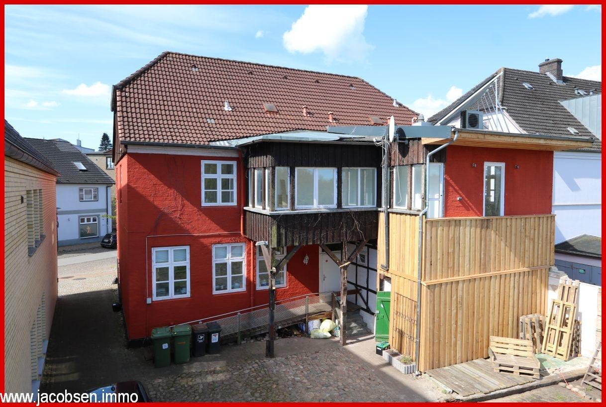 Hinterhof mit Wintergarten