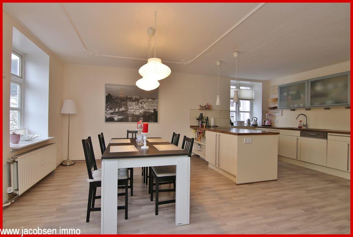 Essbereich und offene Küche im Obergeschoss