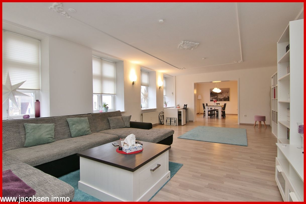 Wohnbereich mit Blick ins Esszimmer im Obergeschoss