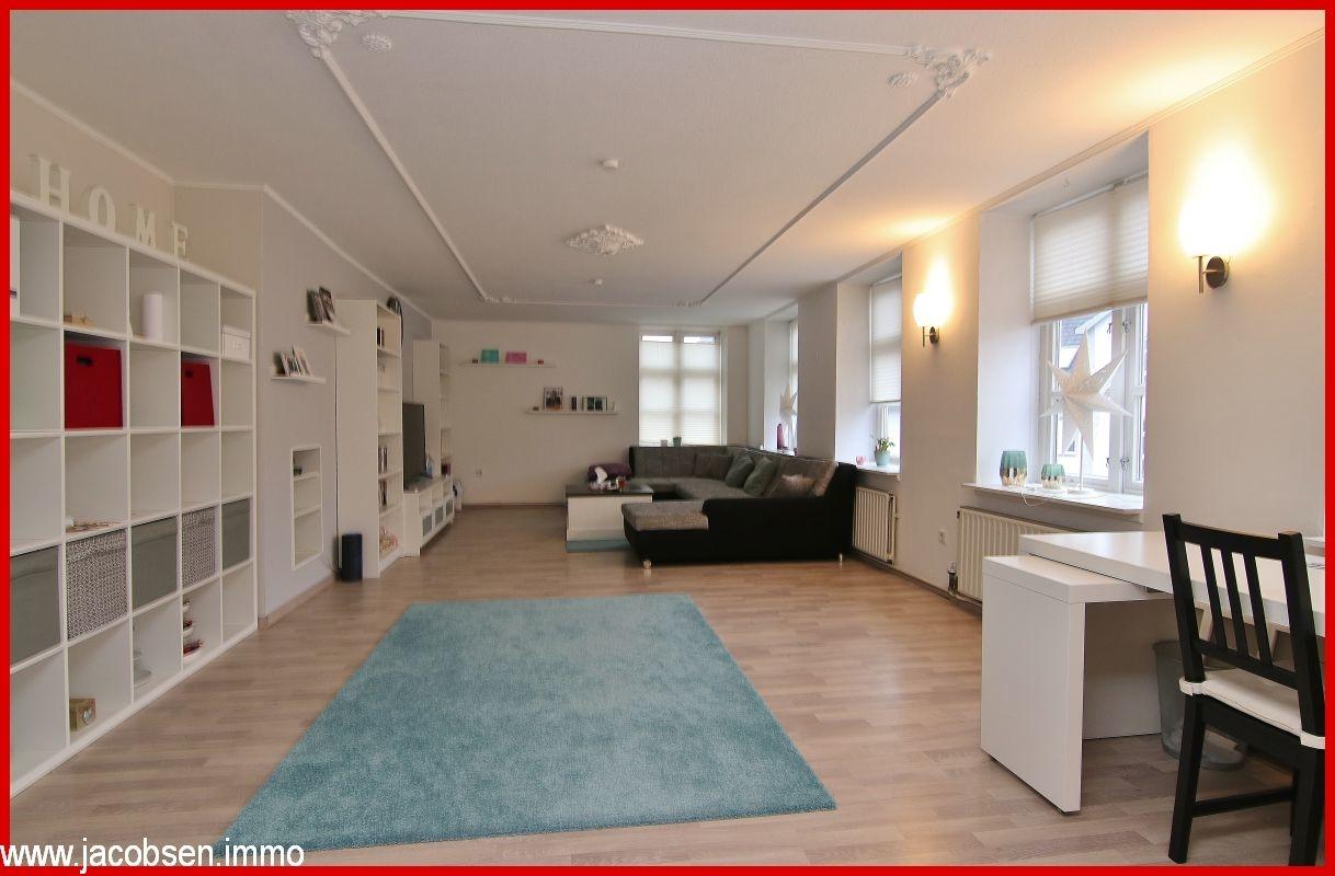 Wohnbereich mit Stuckverzierter Decke