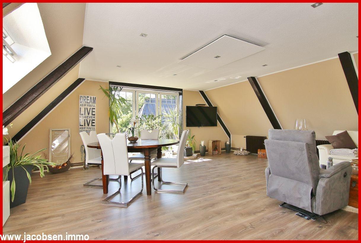 Hauptwohnung Wohn- und Esszimmer im Dachgeschoss (2)