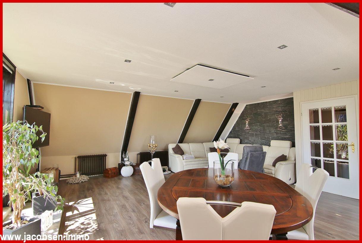 Hauptwohnung Wohn- und Esszimmer im Dachgeschoss