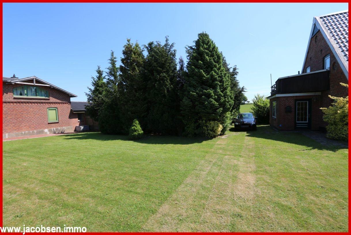 Fläche über 400 m² (kann zusätzlich bebaut werden)
