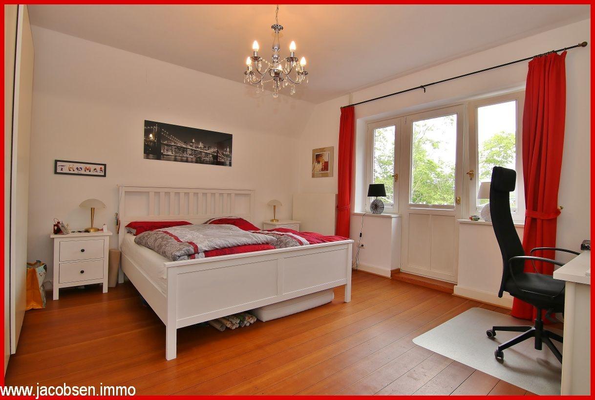 Schlafzimmer  mit Zugang zum Ostbalkon