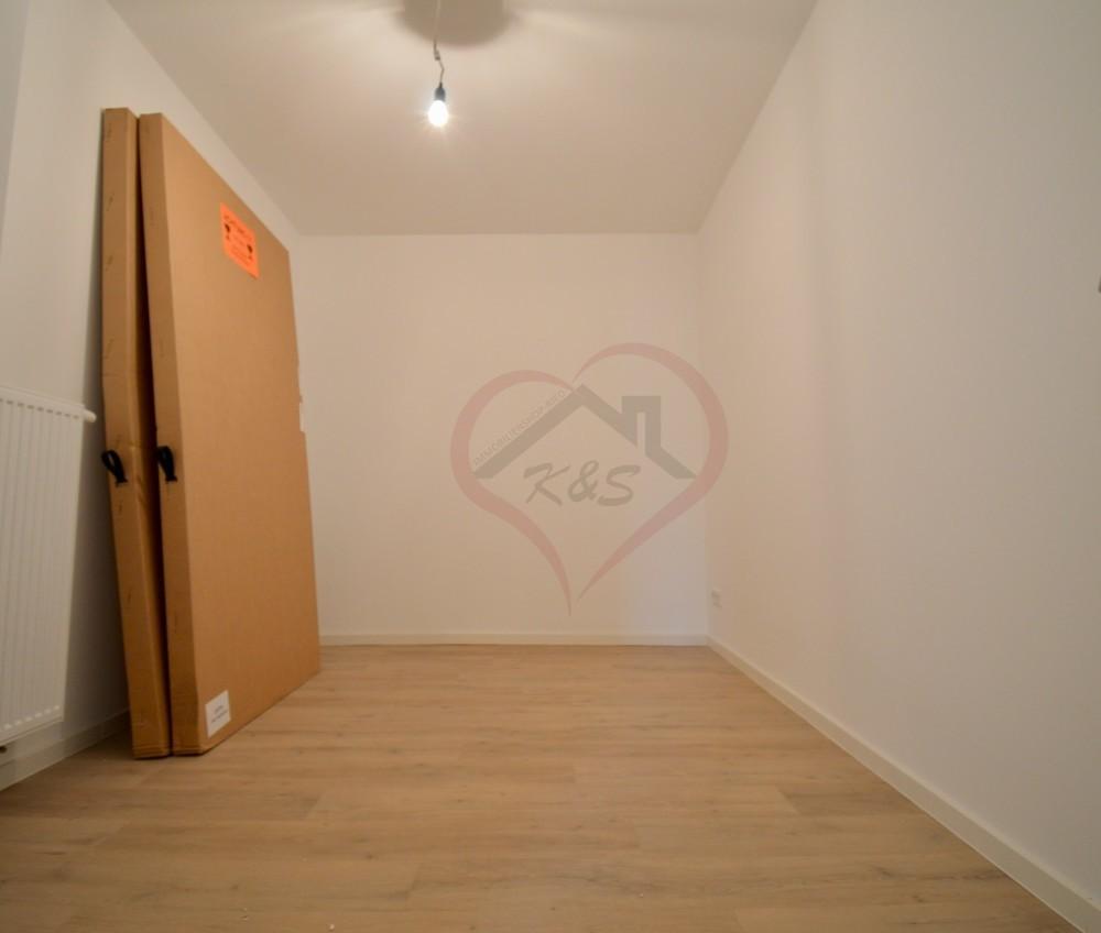 innenliegendes Zimmer/begehbarer Kleiderscchrank (2)