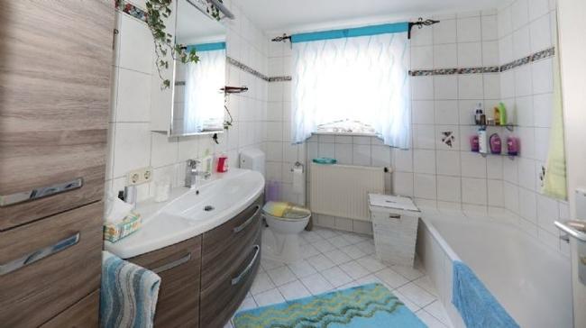 Badezimmer im Erdgeschoss.jpg