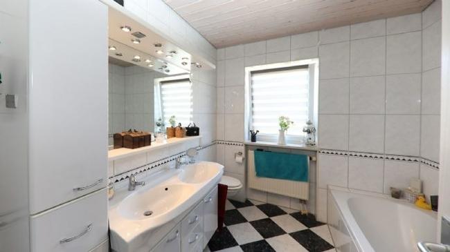 Badezimmer im 1. Obergeschoss.jpg