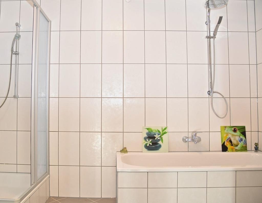 Bad mit Wanne-Dusche