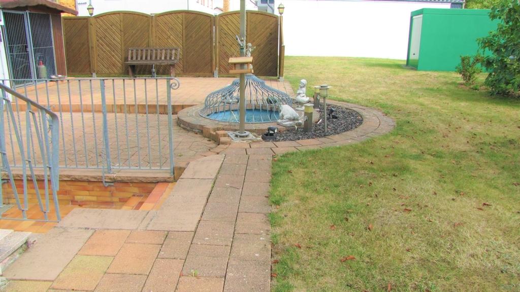 Gartenbereich mit Brunnen