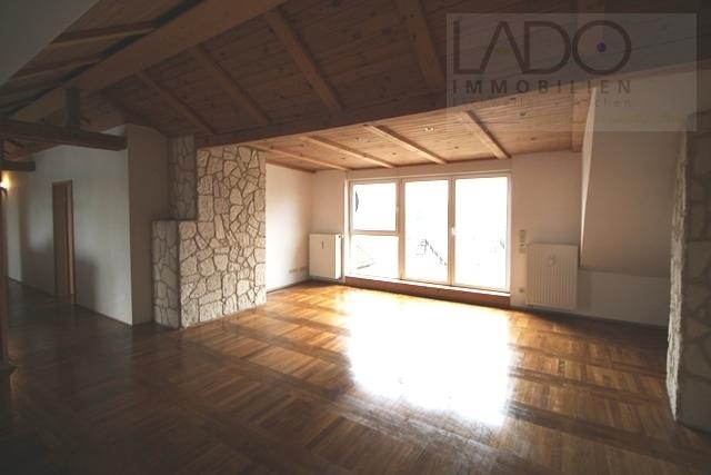 Wohnzimmer Blick auf Balkom