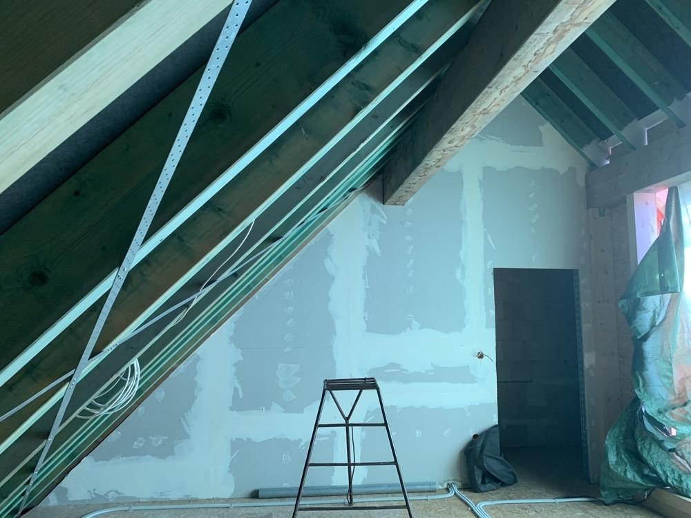 Seitlich zu Nebenraum an Dachterrasse